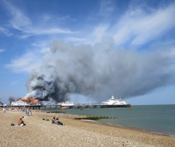 Fuego muelle Eastbourne